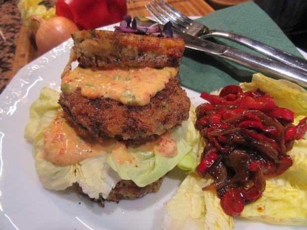 Burger: Böhmischer Knödelburger mit lauwarmem Paprika-Zwiebel-Gemüse - Rezept - Bild Nr. 5576