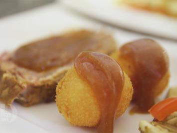 Thüringer Schichtwickel mit gebackenen Capos (Karotten-Kartoffel-Bällchen) - Rezept - Bild Nr. 2