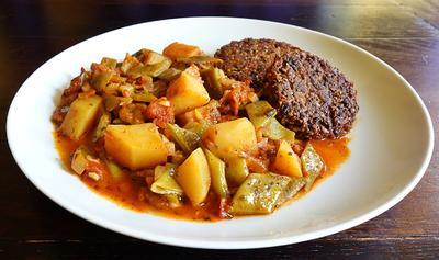 Rezept: Grüne Bohnen und Kartoffeln in Tomatensauce