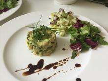Lachstatar mit Avocado an Gurkensalat - Rezept - Bild Nr. 5603