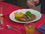 Gebratene Entenbrust mit Polenta und Brokkoli, dazu Rote-Beete-Püree und Lavendelpfirsich - Rezept - Bild Nr. 2