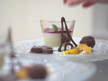Blanc Manger mit Orangenlikör auf einem Rote-Früchte-Spiegel - Rezept - Bild Nr. 2