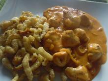 Huhn in Zwiebel-Paprika-Rahm-Soße und Spätzle - Rezept - Bild Nr. 5621