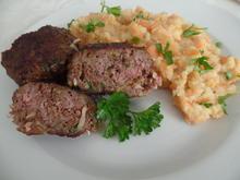 Zwiebelfrikadellen mit Kartoffel-Möhren-Stampf - Rezept - Bild Nr. 5612