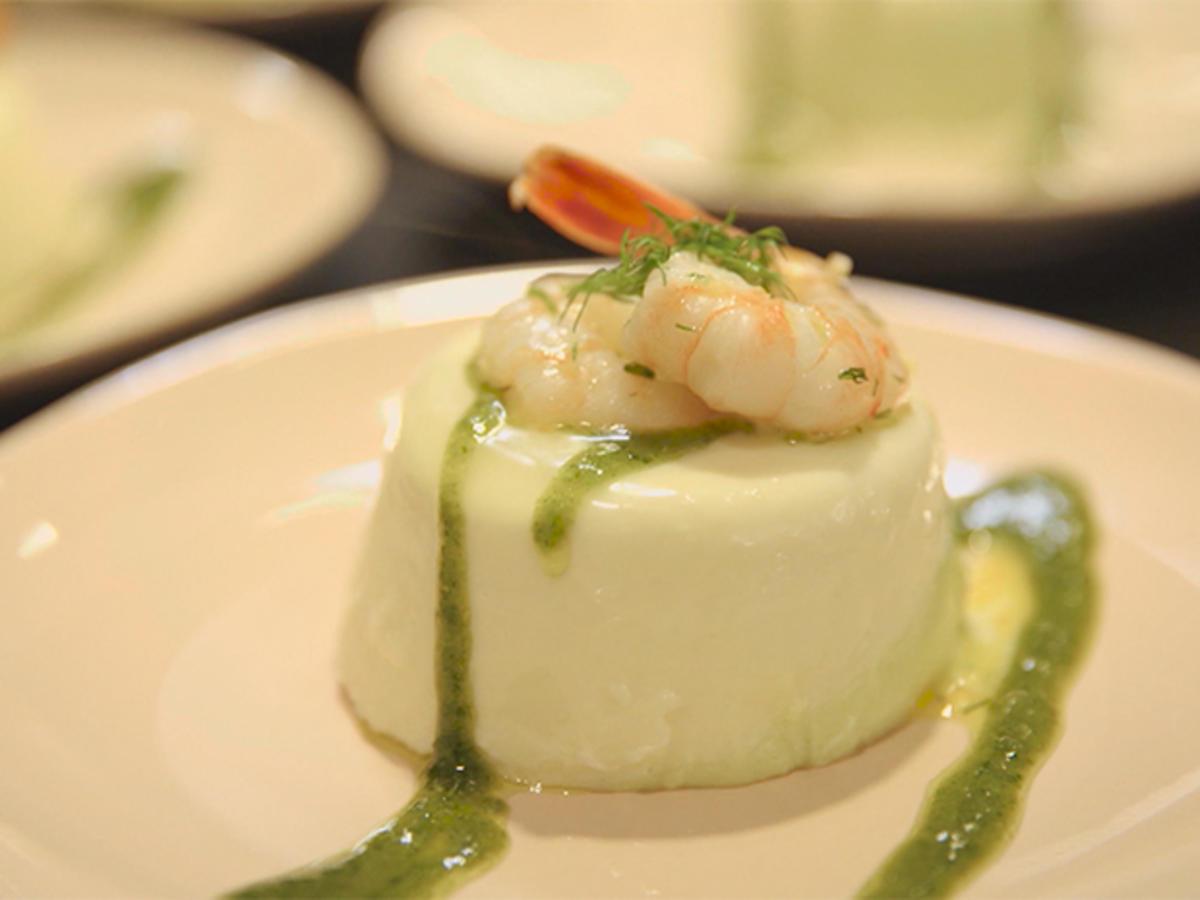 Panna Cotta von weißem und grünem Spargel mit gebratenen Garnelen - Rezept By Das perfekte Dinner