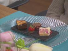 Dessertvariation (Rhabarber-Parfait, marmorierte Brownies mit Ricotta, Eiskonfekt) - Rezept - Bild Nr. 2