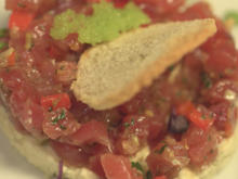 Thunfischtartar auf Gurkenmousse, Thunfischfilet im Sesammantel und Wasabi Cracker - Rezept - Bild Nr. 5645