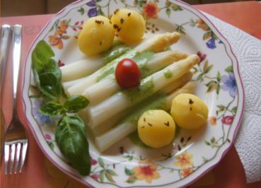 Spargel mit Petetersilien-Pesto und Kümmel-Frühkartoffeln - Rezept - Bild Nr. 5650