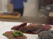 Wildschweinfilet mit kanarischen Trüffelkartoffeln und Prinzessbohnen in Ibéricoschinken - Rezept - Bild Nr. 2
