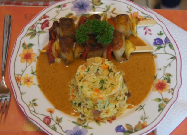 Würstchen-Gemüse-Spieße mit Eier-Gemüse-Bratreis und Erdnusssauce - Rezept - Bild Nr. 5693