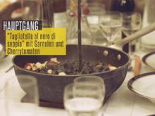 Selbstgemachte schwarze Tagliatelle mit Garnelen, Cherrytomaten und Basilikum-Soße - Rezept - Bild Nr. 2