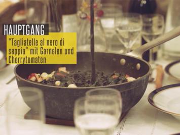 Rezept: Selbstgemachte schwarze Tagliatelle mit Garnelen, Cherrytomaten und Basilikum-Soße