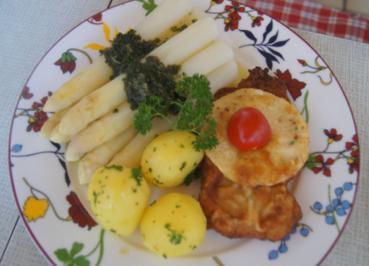 Schnitzel Wiener Art mit Spargel, Petersilien-Buttersauce und Frühkartoffeln - Rezept - Bild Nr. 5697