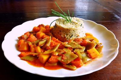 Rezept: Olivenkraut-Hirsotto mit Harissa-Gemüse