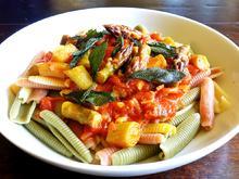 Pasta mit Tomaten, Spargel und frittiertem Salbei - Rezept - Bild Nr. 2