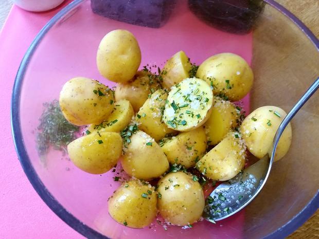 Ofen-Kartoffeln mit Rosmarin und Zwiebeln - Rezept - Bild Nr. 5759