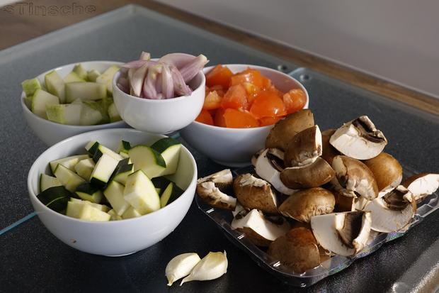 Mediterranes Zucchini-Pilzgemüse mit cremiger Käsepolenta - Rezept - Bild Nr. 5760
