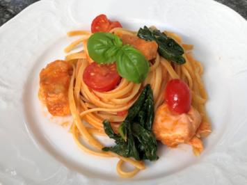 Rezept: Linguini in Tomaten-Lachssauce mit Spinat und Basilikum