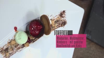 Rhabarberkompott mit Keks-Waldmeister-Panna-Cotta und geeister Vanillemilch - Rezept - Bild Nr. 2