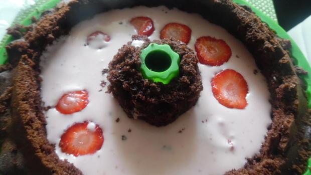 Schoko-Guglhupf mit Füllung - Rezept - Bild Nr. 5805