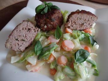 Buletten auf Spitzkohl-Möhren-Gemüse - Rezept - Bild Nr. 5843