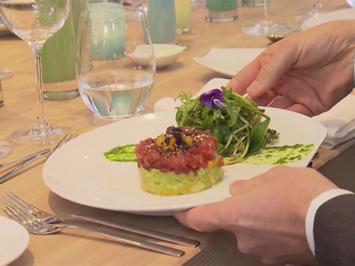 Avocado-Mango Salat mit Thunfischtatar asiatisch und Wildkräutersalat - Rezept - Bild Nr. 5850