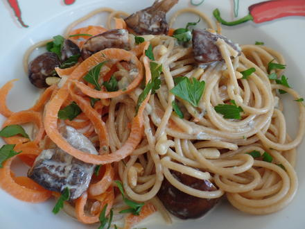 Vollkornspaghetti und  Möhrenspaghetti mit Champigons - Rezept - Bild Nr. 5886
