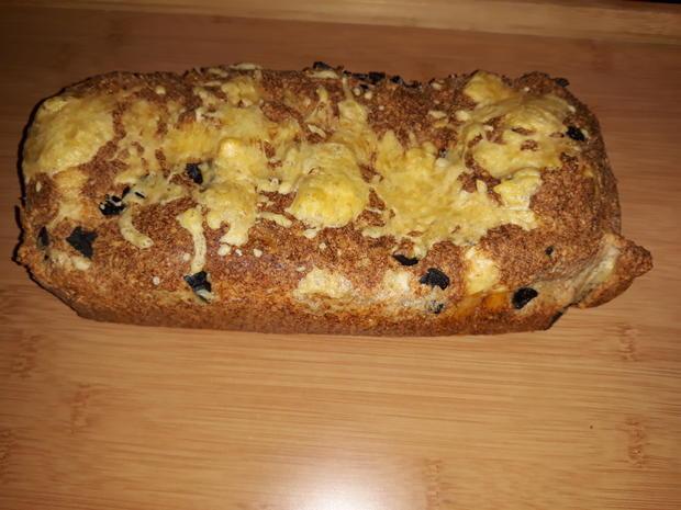 Quarkbrot mit schwarzen Oliven - Rezept - Bild Nr. 5916