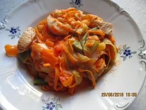 Hähnchenbrust m. Filet zu Bandnudeln aus Zucchini/Möhren und Tomatensauce - Rezept - Bild Nr. 6032