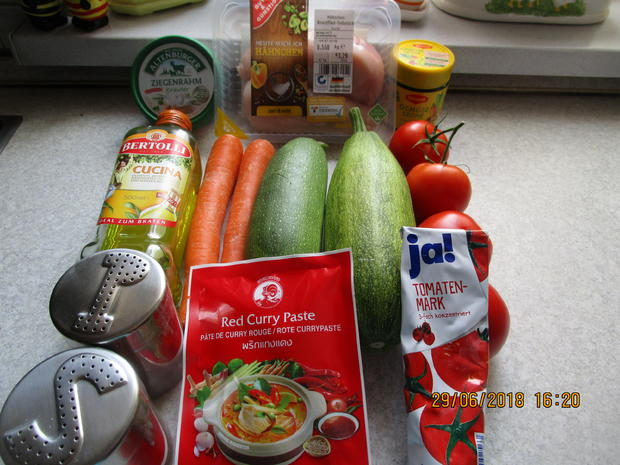 Hähnchenbrust m. Filet zu Bandnudeln aus Zucchini/Möhren und Tomatensauce - Rezept - Bild Nr. 6033