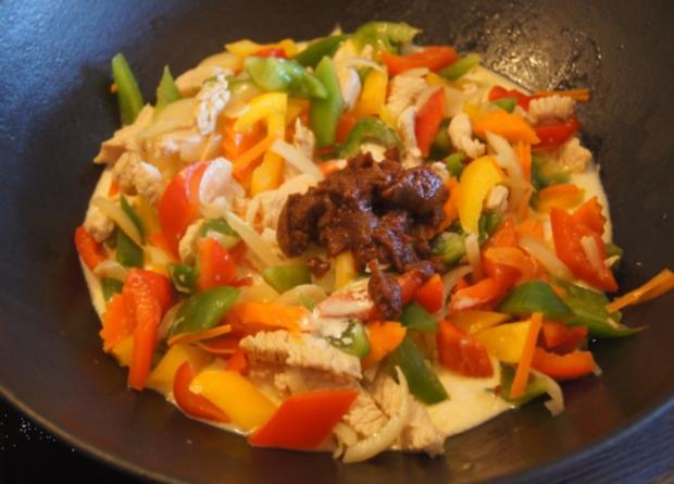 Thailändisches rotes Curry mit gelben Basmati Reis - Rezept - Bild Nr. 6048