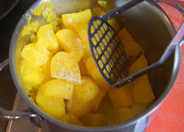 Spare Ribs mit Gurkensalat und gelben Zwiebel-Kartoffelstampf - Rezept - Bild Nr. 6061