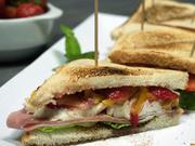 Schinken-Sandwich mit Erdbeeren und Ziegenfrischkäse - Rezept - Bild Nr. 2