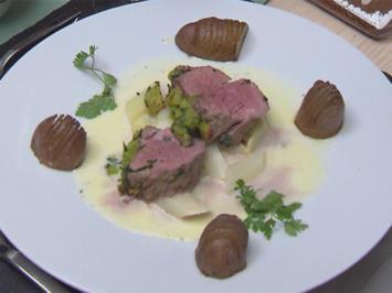 Kalbsfilet mit Bärlauchkruste auf Spargelragout und Ofenkartoffeln - Rezept - Bild Nr. 2