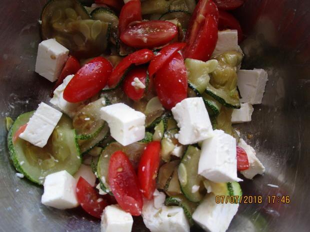 Die nächste Vitaminbombe mit Zucchini, Tomaten und Feta-Käse - Rezept - Bild Nr. 6068