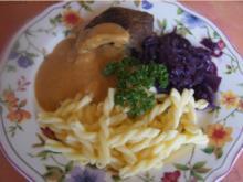 Rinderroulade mit herzhafter Sauce, Rotkohl und Nudeln - Rezept - Bild Nr. 6060