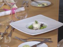 Törtchen vom geräucherten Bodensee-Felchen mit Meerrettichmousse und Kräutervinaigrette - Rezept - Bild Nr. 2