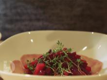 Rote-Bete-Apfel-Salat auf Schinkenbett mit geröstetem Buchweizen - Rezept - Bild Nr. 2