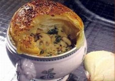 Gedeckte Zwiebelsuppe - Rezept