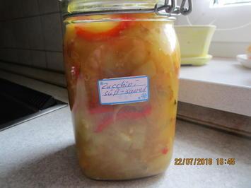 Rezept: Eingemachtes: süß-sauer eingelegte Zucchini