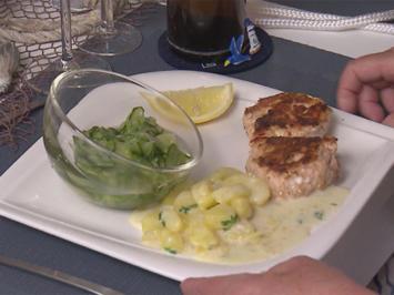 Lachsfrikadellen mit gestovten Kartoffeln & dänischem Gurkensalat - Rezept - Bild Nr. 6112