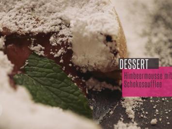 Himbeermousse mit Schokoladensoufflee und süß-sauren Essblüten - Rezept - Bild Nr. 6169