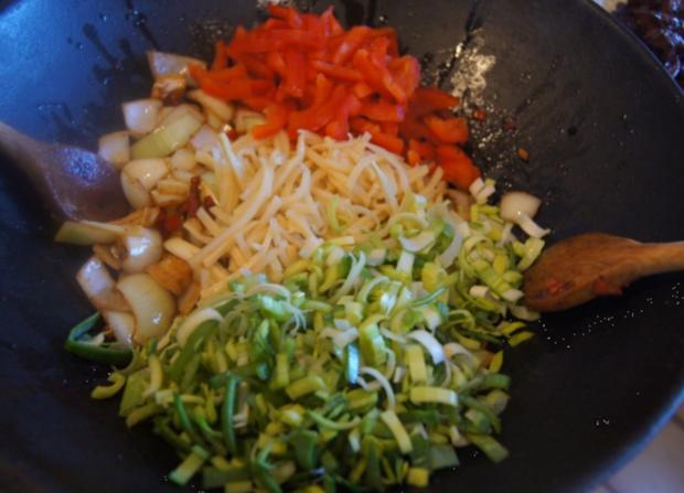 Kalbsleber mit Gemüse im Wok und gelber Basmatireis - Rezept - Bild Nr. 6216