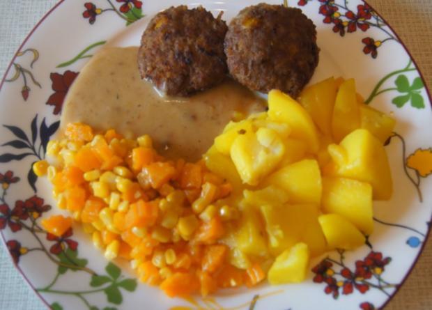 Herzhafte Buletten mit pikanter Sauce, Möhren-Mais-Gemüse und Kurkuma-Kartoffeln - Rezept - Bild Nr. 6230