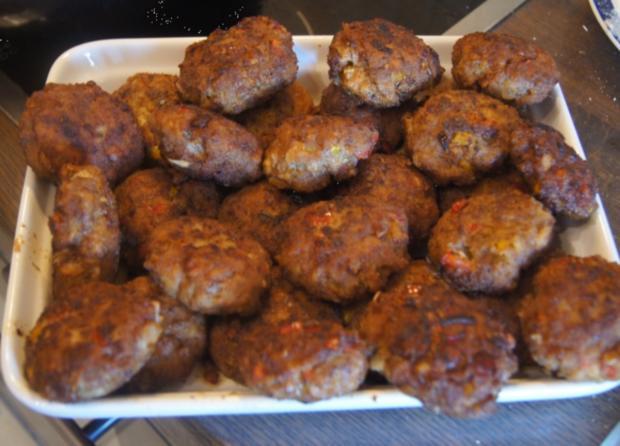 Herzhafte Buletten mit pikanter Sauce, Möhren-Mais-Gemüse und Kurkuma-Kartoffeln - Rezept - Bild Nr. 6238