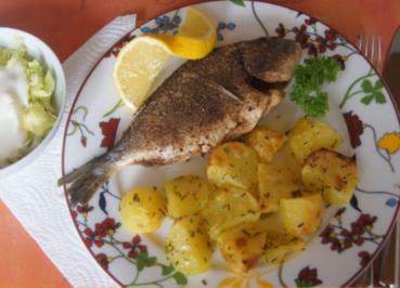 Dorade mit herzhaften Kartoffelecken und Eisbergsalat - Rezept - Bild Nr. 6237