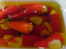 Snack-Paprika mit Frischkäse-Füllung in Öl - Rezept - Bild Nr. 6241