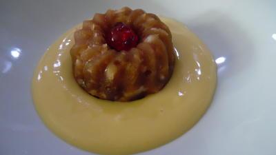 Rezept: Apfel-Pudding-Törtchen auf Eierlikör-Creme