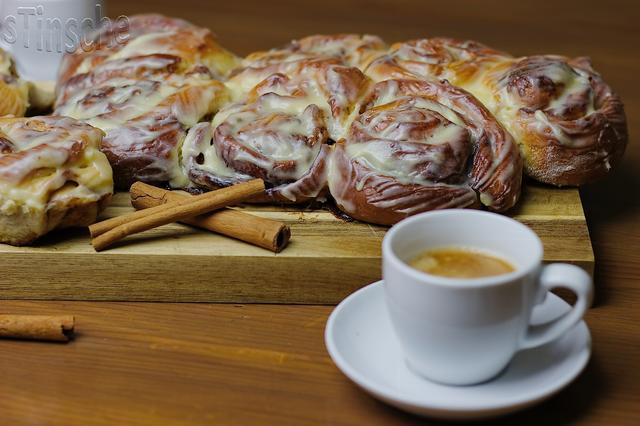 Zimtschnecken oder Cinnamon Rolls mit Topping