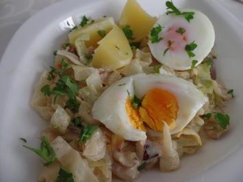 Rezept: Eier auf  Spitzkohl-Senf-Rahm